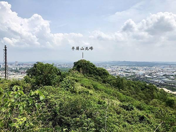 觀景平台眺望半屏山北峰