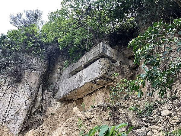 北砲台中層-砲堡露出山壁