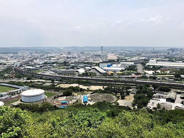 往東眺望高鐵、仁武工業區