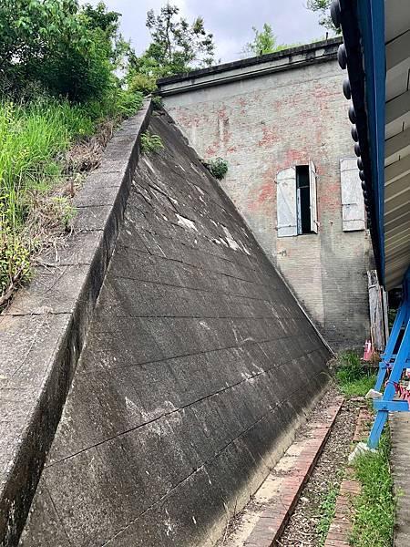 大碉堡西側斜坡鋼筋混凝土掩體