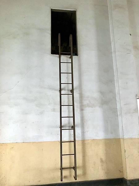 十字電台西端夾層爬梯
