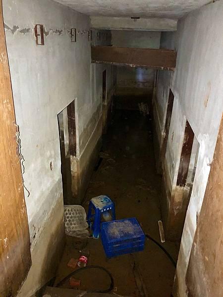 十字電台地下室