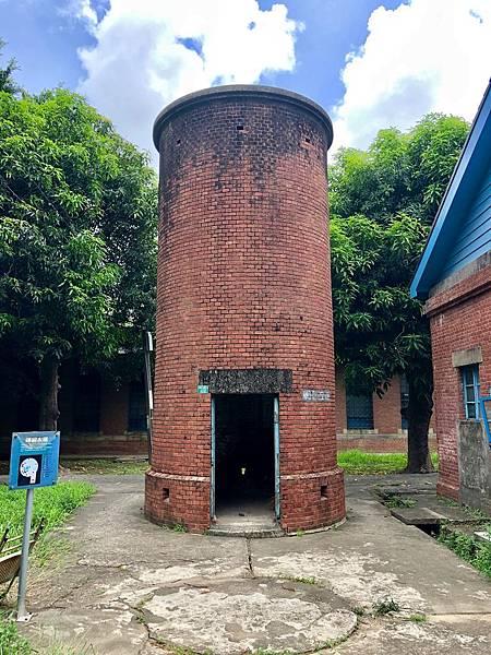 磚砌水塔正面