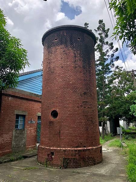 磚砌水塔背面