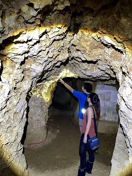 觀察坑道內部岩相