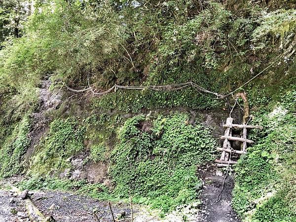 渡溪後爬上高壁