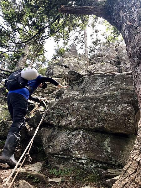 攀爬裸岩巨石(8.3K,H3085m)