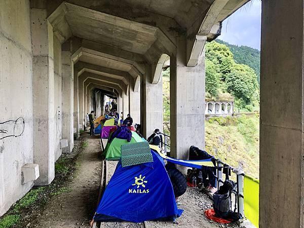 第1號明隧道紮營