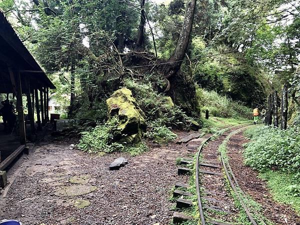 石猴車站續行「塔山線」後段方向