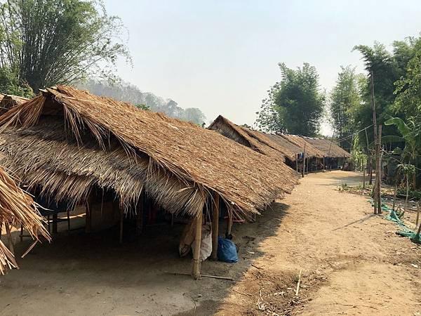 茅草屋部落