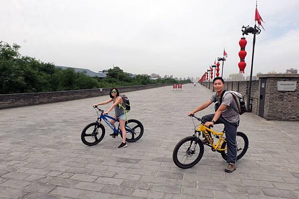 騎單車環遊西安城牆