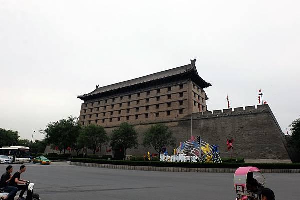 西安城牆外看北門箭樓