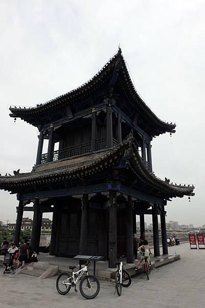 魁星樓位於南門東側,祭祀文運之神