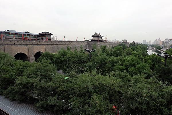 西安城牆與護城河公園綠蔭