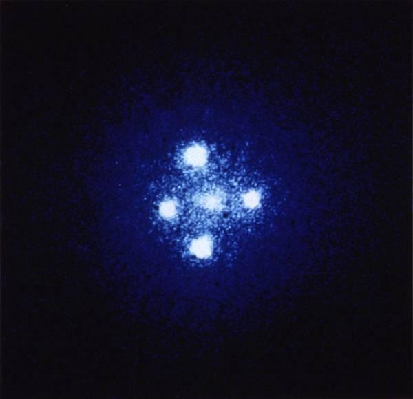 愛因斯坦十字架(QSO 2237+030)