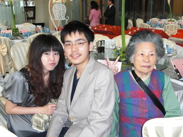 我奶奶!聽說我跟我奶奶很像!