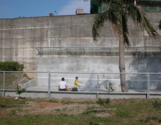 網球練習牆.JPG