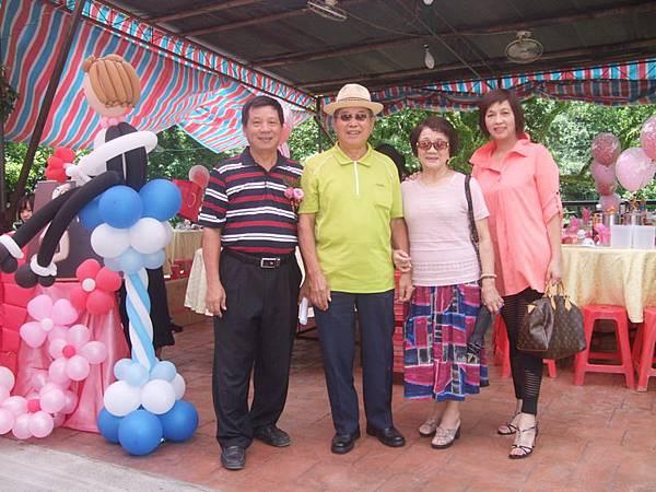 游文通(右3)前新店網委會主委。DSCF2079-1