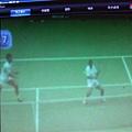 場景(3) : 燕子被球擊中後(球改變方向往左飛 / 燕子應聲往右落下)