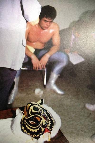 摔角選手破繭而出的瞬間.jpg