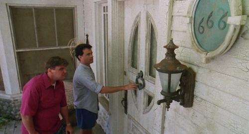 The.Burbs.1989.720p.BluRay.x264.YIFY.mp4_snapshot_00.17.32.381.jpg