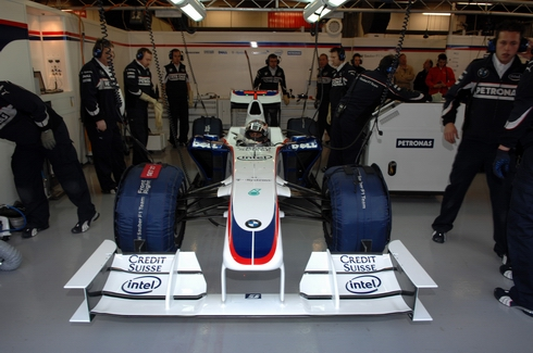 bmw-sauber-2009-specs-car-barcelona-test-garage.jpg
