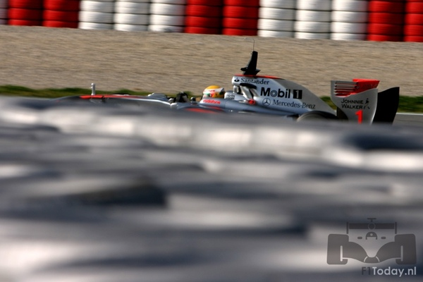 MP4-24 Barcelona test 0312.jpg