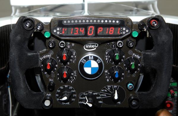 bmw_steeringwheel_kers_2009.jpg