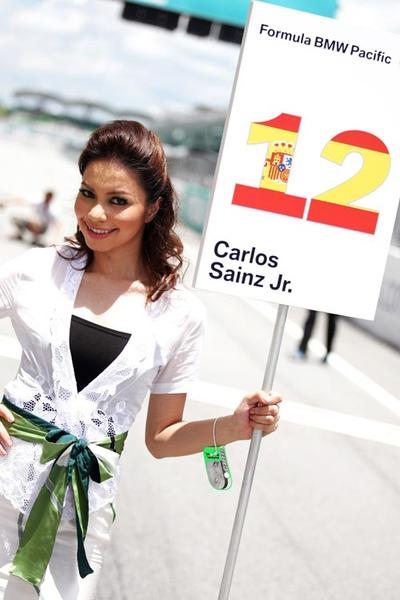 A Malaysian grid girl on race day.jpg