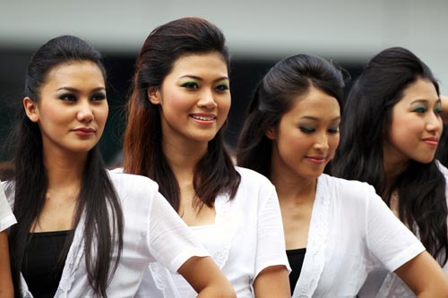Grid girls before the start of the Malaysian Grand Prix.jpg