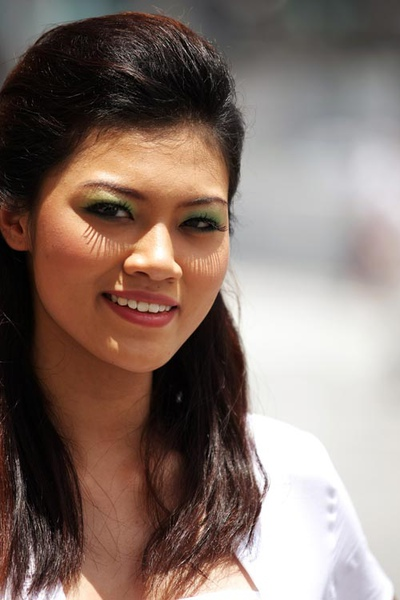 Malaysian grid girl on grand prix Sunday2.jpg