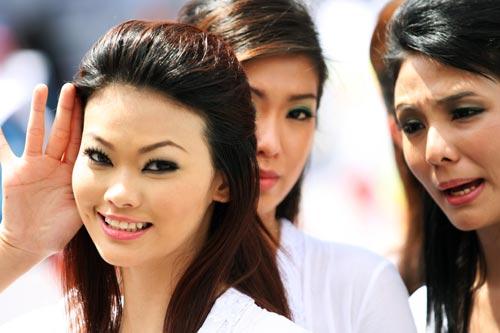 Malaysian grid girls on grand prix Sunday, Malaysian Grand Prix, Sepang, April 4, 2010.jpg