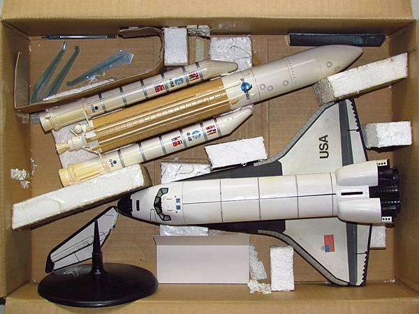 1/125 ARIANT V & 1/100 Space shuttle