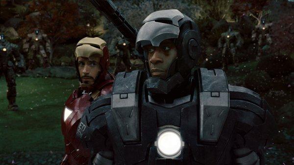 Tony和Rhodey與軍隊大戰前