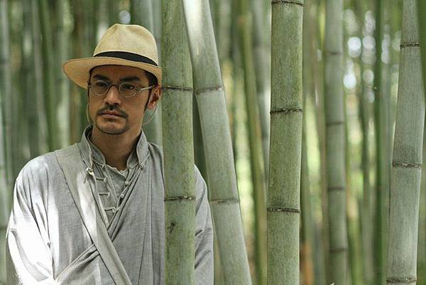 徐百九在竹林中思索