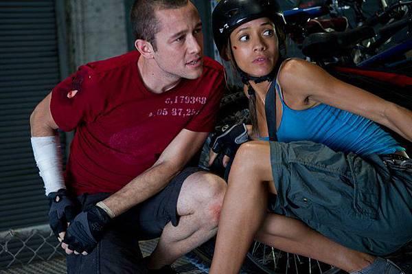 警用停車場裡的Wilee和Vanessa