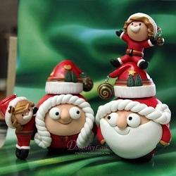 1-Santa family250.jpg