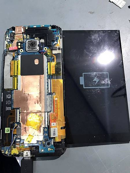 HTC M9液晶面板受潮