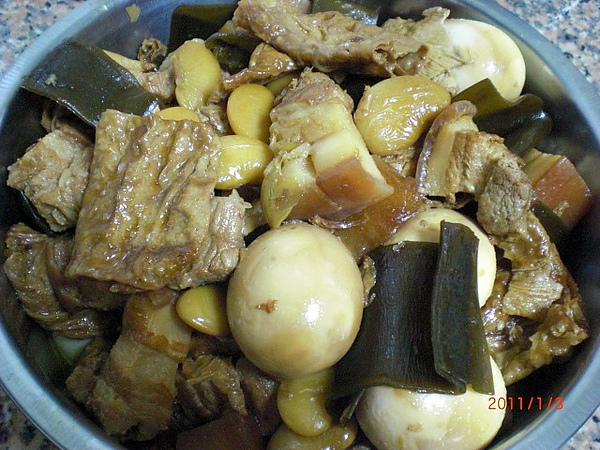 黃媽媽滷肉飯,料多味美超正點~~~超好吃!
