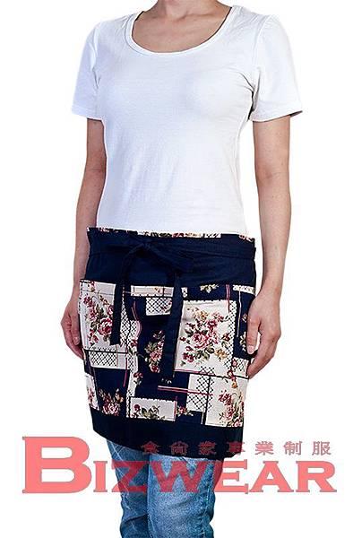 女性圓領合身T恤+復古印花圍裙