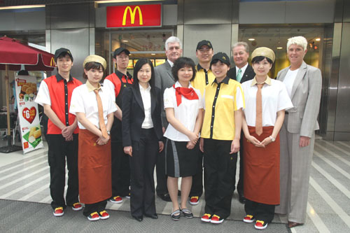 北京08奧運村麥當勞制服.jpg
