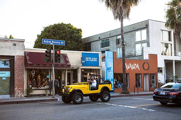 0_4500_0_3000_one_abbot-kinney-blvd-skylark-yellow-jeep-kalmbach031