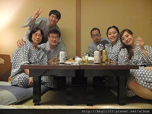 13去年帶岳父母一家人去日本2.jpg