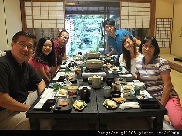 12去年帶岳父母一家人去日本1.jpg