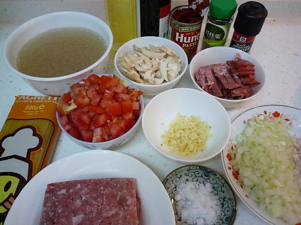 01義大利肉醬麵材料.JPG