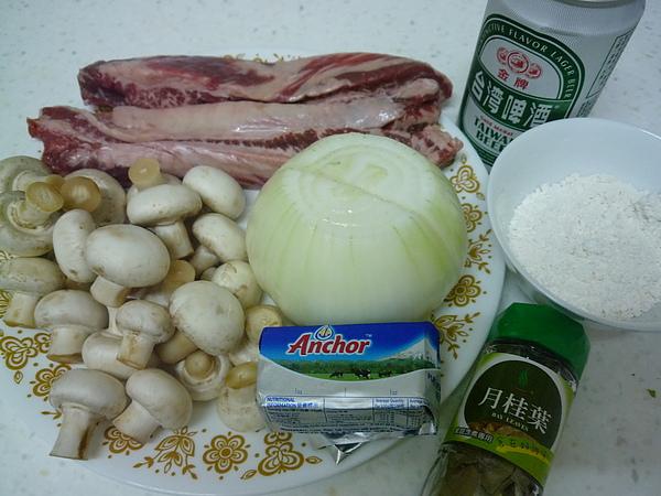 01啤酒蘑菇燉牛肉材料.JPG