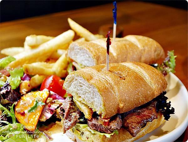 台中早午餐墨西哥辣牛肉潛艇堡