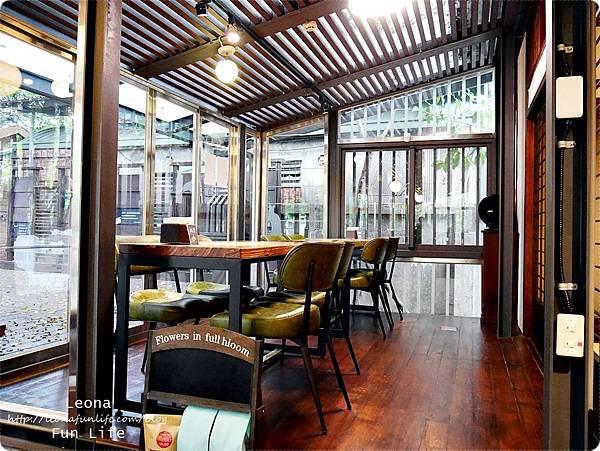 台中文青景點|NMU 幸卉文學咖啡 室內環境