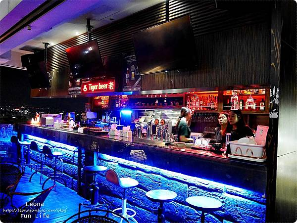 Knights bar斗六露天酒吧夜景P1750257.JPG