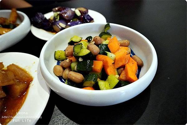 彰化粥品粥公麵婆,大骨蔬菜湯頭味道自然甘甜,平價美味鍋燒麵、烏龍麵、粥品選擇多DSC01781
